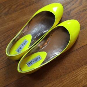 NWOT Steve Madden neon yellow patent flats